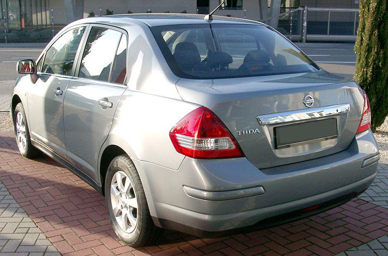 http://en.nissan-club.eu/graphics/owners/full/11697_1467_800px-nissan_tiida_rear_20080222.jpg